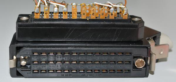 Siemens/Tyco DIN 41622 39pol Federleiste vergoldet, mit Metallhaube und Kodierstifte GEBRAUCHT